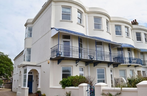 Snaptrip - Last minute cottages - Captivating Bognor Regis Apartment S13889 -