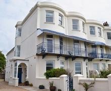 Snaptrip - Last minute cottages - Captivating Bognor Regis Apartment S13889 -