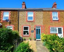 Snaptrip - Last minute cottages - Exquisite Heacham Rental S12000 - Exterior