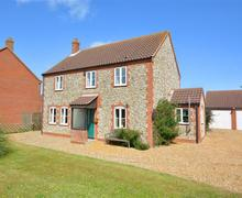 Snaptrip - Last minute cottages - Adorable Trimingham Rental S11889 - Exterior View 1