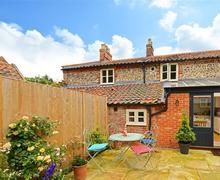 Snaptrip - Last minute cottages - Captivating Aylsham Cottage S59278 - Rear Exterior