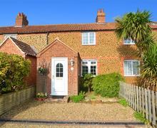 Snaptrip - Last minute cottages - Luxury Heacham Cottage S41073 - Exterior