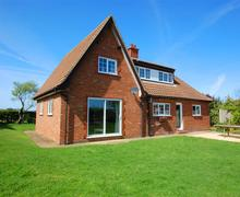 Snaptrip - Last minute cottages - Splendid Brancaster Staithe Rental S11819 - External View 2