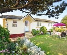 Snaptrip - Last minute cottages - Inviting Trimingham Rental S9743 - Exterior View 2