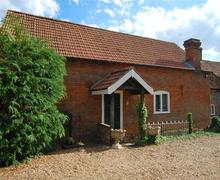Snaptrip - Last minute cottages - Inviting Thornage Rental S11974 - Exterior View - View 1