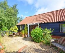 Snaptrip - Last minute cottages - Lovely Horningtoft Rental S11842 - Exterior