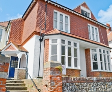 Snaptrip - Last minute cottages - Wonderful Eastbourne Apartment S13948 -