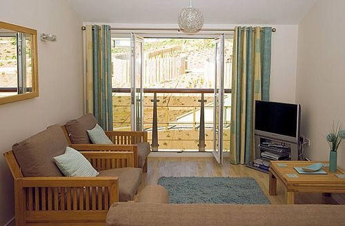 Snaptrip - Last minute cottages - Luxury Newquay Rental S1221 - Living area and doors to the balcony