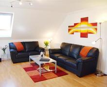 Snaptrip - Last minute cottages - Cosy Carlyon Bay Apartment S42719 - Lounge