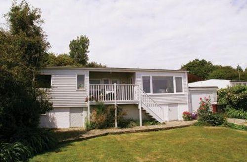 Snaptrip - Last minute cottages - Tasteful Selsey Cottage S14008 -