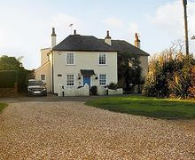 Snaptrip - Last minute cottages - Quaint Selsey Cottage S14018 -
