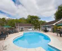 Snaptrip - Last minute cottages - Gorgeous Looe Lodge S70598 - Shared Pool Granite Henge