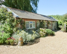 Snaptrip - Last minute cottages - Tasteful Selsey Cottage S14023 -