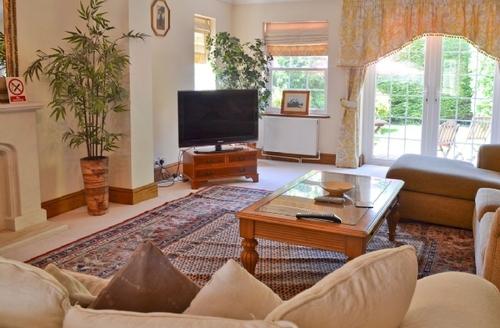 Snaptrip - Last minute cottages - Delightful Selsey Cottage S14024 -
