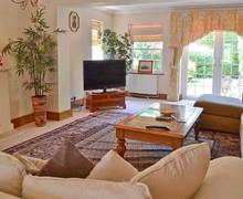 Snaptrip - Last minute cottages - Delightful Selsey Cottage S14024 -