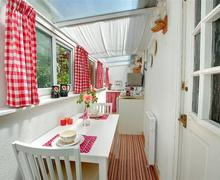 Snaptrip - Last minute cottages - Attractive Tintagel Cottage S42934 - Kitchen - View 1