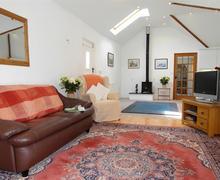 Snaptrip - Last minute cottages - Superb Little Petherick Cottage S42860 - Lounge