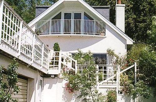 Snaptrip - Last minute cottages - Tasteful Alton Cottage S14057 -