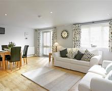 Snaptrip - Last minute cottages - Stunning Yaxley Cottage S45161 - Open Plan Room - View 1