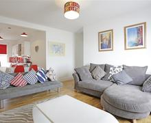 Snaptrip - Last minute cottages - Lovely Southwold Apartment S41116 - Living Area - View 2