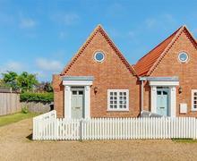 Snaptrip - Last minute cottages - Exquisite Reydon Cottage S33996 - Exterior - View 1