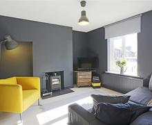 Snaptrip - Last minute cottages - Inviting Aldeburgh Cottage S70840 - Sitting Room - View 1