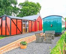 Snaptrip - Last minute cottages - Luxury Brockford Green Cottage S60527 - Exterior - View 1