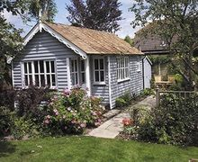 Snaptrip - Holiday cottages - Luxury East Meon Cottage S14089 -