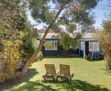 Snaptrip - Last minute cottages - Adorable Thorpeness Rental S9947 - Exterior - View 1