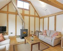 Snaptrip - Last minute cottages - Delightful Brettenham Lodge S45014 - Open Plan Room - View 3