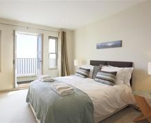 Snaptrip - Last minute cottages - Beautiful Aldeburgh Cottage S41886 - Master Bedroom - View 1