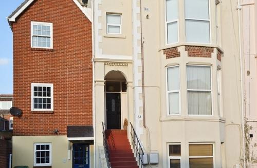 Snaptrip - Last minute cottages - Splendid Portsmouth Cottage S14121 -