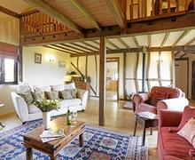 Snaptrip - Last minute cottages - Splendid Yaxley Cottage S45159 - Living Room - View 1
