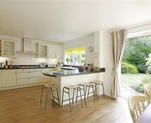 Snaptrip - Last minute cottages - Gorgeous Kelsale Cottage S38125 - Kitchen/Dining Area - View 2