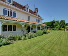 Snaptrip - Last minute cottages - Tasteful Broadstairs Lodge S57768 - EK758 - Garden - View 3