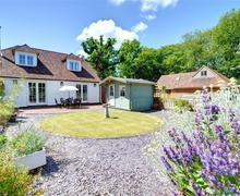 Snaptrip - Last minute cottages - Gorgeous Biddenden Cottage S33843 - CB627 - Exterior