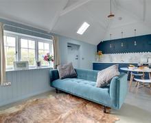 Snaptrip - Last minute cottages - Cosy Wickhambreaux Cottage S73695 - CT013 - Sitting Area