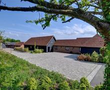 Snaptrip - Last minute cottages - Stunning Charing Lodge S44347 - AS262 - Exterior