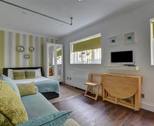 Snaptrip - Last minute cottages - Adorable Brighton Apartment S57567 - BBCANO - Living Area