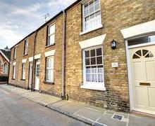Snaptrip - Last minute cottages - Attractive Sandwich Rental S13180 - EK726 - Exterior - street view