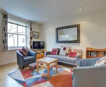 Snaptrip - Last minute cottages - Tasteful Hove Rental S12662 - BBMEDP - Sitting Room
