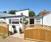 Snaptrip - Last minute cottages - Adorable Sandwich Cottage S37566 - EK742 - Exterior