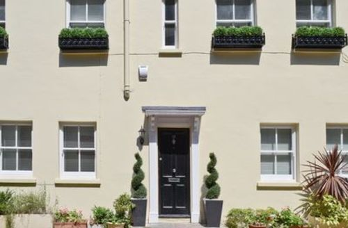 Snaptrip - Last minute cottages - Attractive Kensington Mews S14160 -