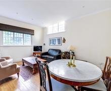 Snaptrip - Last minute cottages - Wonderful Rottingdean Rental S12653 - Living Room - View 2