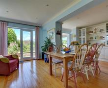 Snaptrip - Last minute cottages - Stunning Brighton Cottage S59861 - BBCHIC - Dining Area