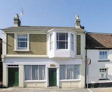 Snaptrip - Last minute cottages - Captivating Bembridge Cottage S14169 -