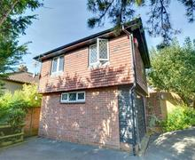 Snaptrip - Last minute cottages - Captivating Hythe Rental S10521 - EK129 Exterior