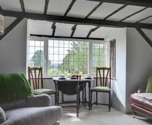 Snaptrip - Last minute cottages - Excellent Broad Oak & Brede Cottage S70157 - RH1146 - Dining Area