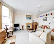 Snaptrip - Last minute cottages - Charming Hove Rental S12675 - Living Room