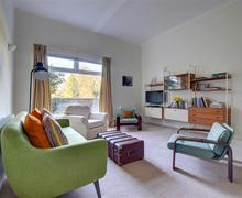 Snaptrip - Last minute cottages - Captivating Lamberhurst Apartment S44299 - TW659 - Sitting Room - view 2